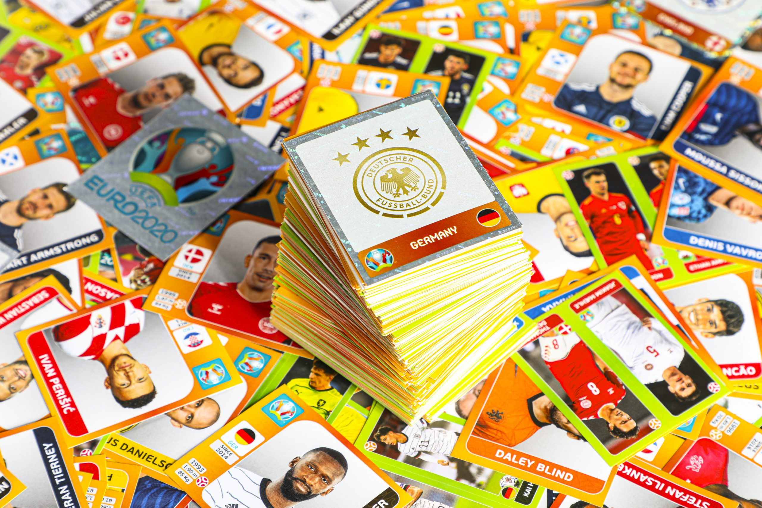 Panini_Euro2020_Collage-Stickerturm-Glitzersticker-DFB